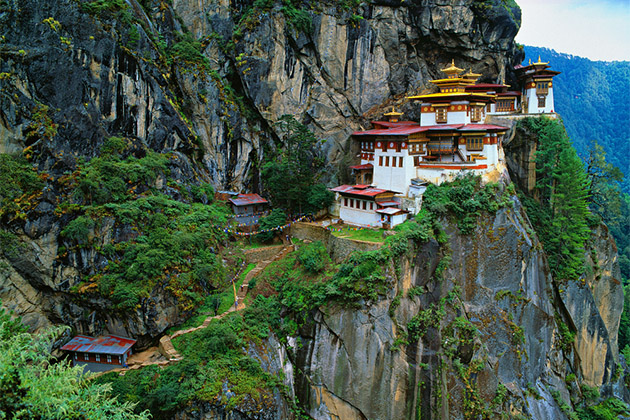 Himalaya, Tibet, Bhutan, Paro Taktsan, Taktsang Palphug Monastery (also known as The Tiger's Nest)