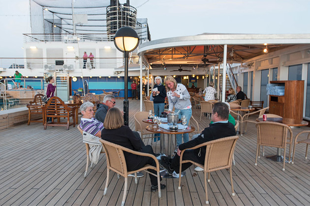 The Seaview Bar on Noordam