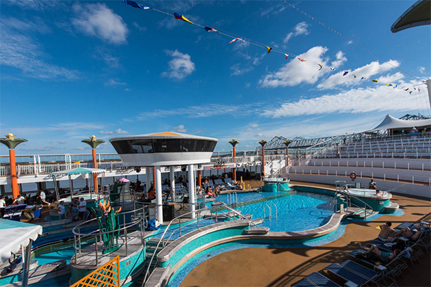 The Oasis Pool on Norwegian Dawn