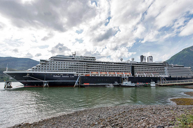Noordam docked in port