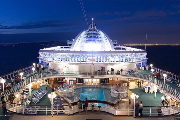 Pool deck on Crown Princess