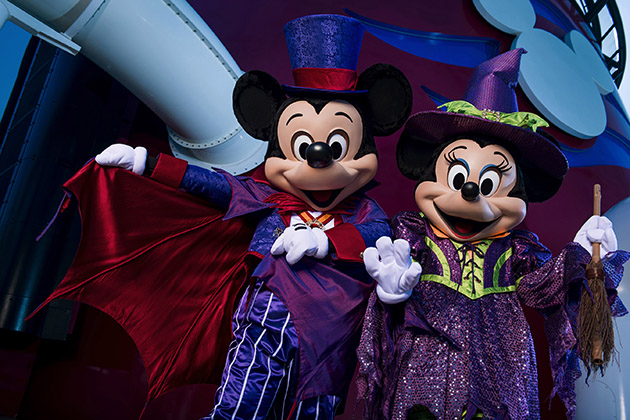 Mickey and Minnie - Halloween on the High Seas