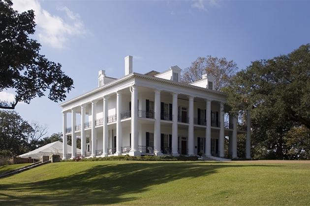 Natchez plantation home located on Mississippi River