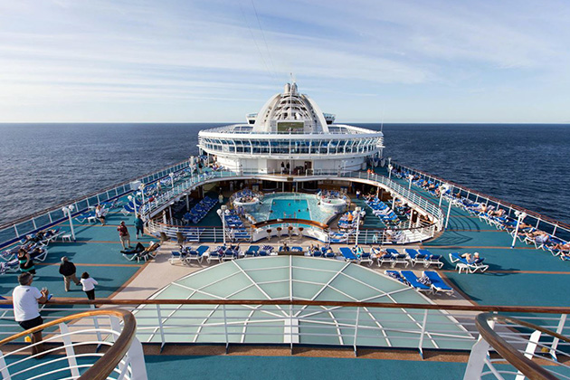 Crown Princess pool deck