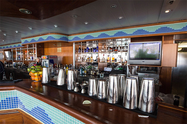 Breakers Bar on Norwegian Sky