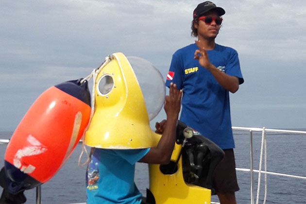 Dive leader instructing passengers on B.O.S.S. equipment