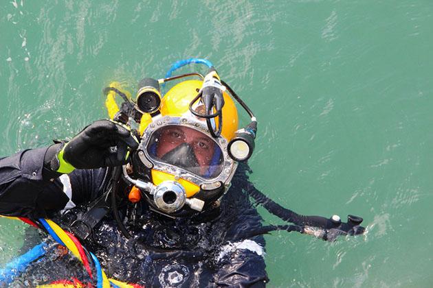 Helmet diving