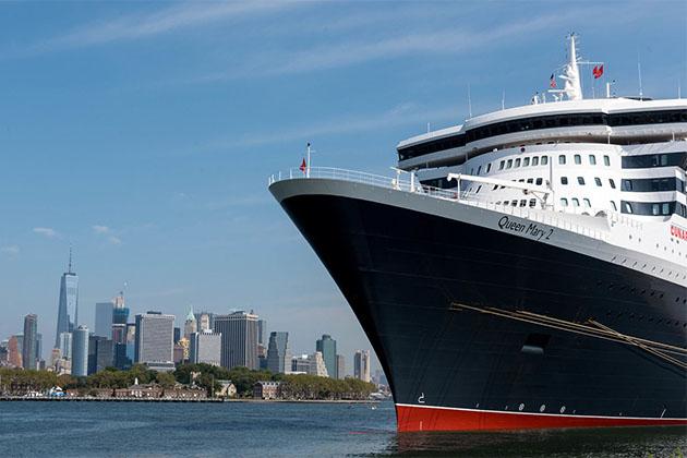 QM2 docked in Brooklyn/Red Hook