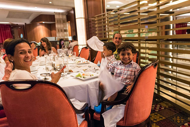 Family dining at Silk on Oasis of the Seas
