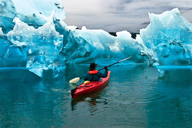 Expedition kayaking in Arctic