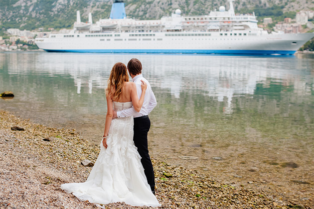 9 things to know when planning a cruise wedding cruise for Wedding dresses for cruise ship