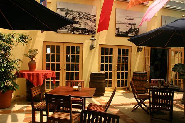 Frog and Onion Pub, Bermuda