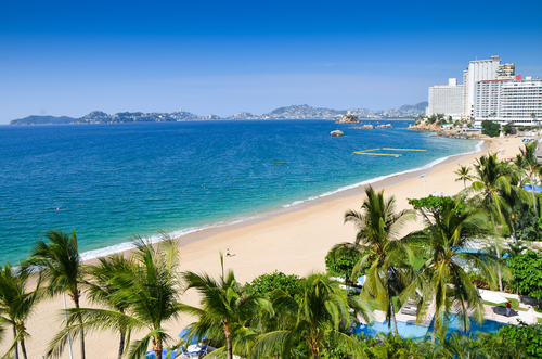 Acapulco beach (photo: Rafal Kubiak/Shutterstock