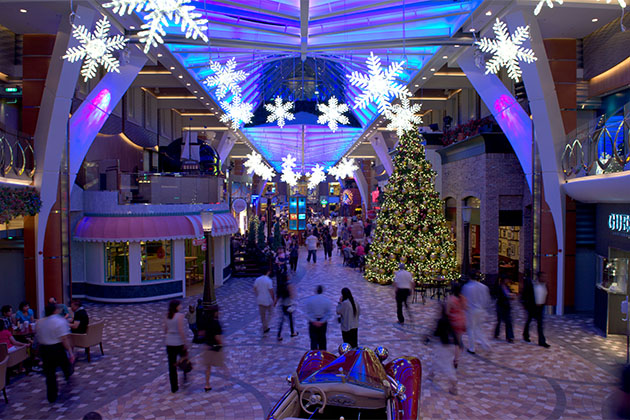 royal caribbean international - When Do Cruise Ships Decorated For Christmas