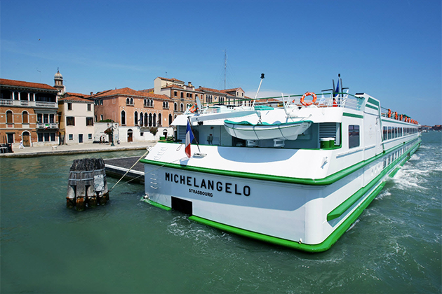 CroisiEurope's MS Michelangelo cruises the Po River.