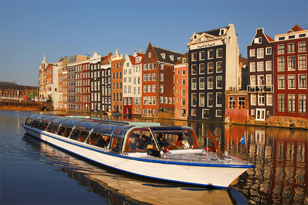 Boat Hotel Amsterdam Central Station