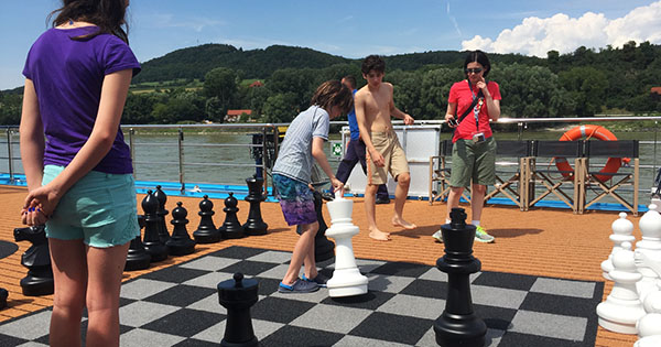 Giant chess on AmaViloa