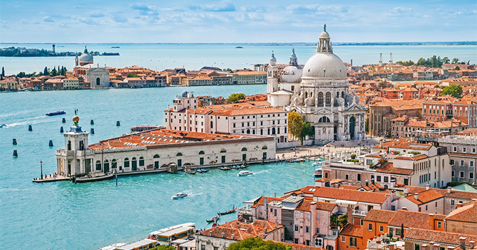 Heavy Fog In Venice Closes Port Affecting Viking Sea Cruise Ship - Cruise ships in venice port