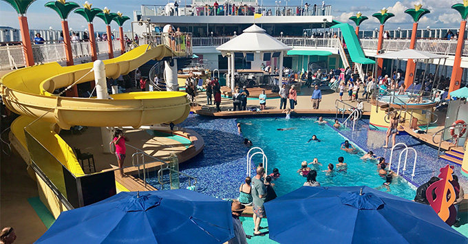 Norwegian Jewel pool deck