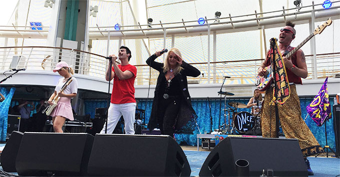 Bonnie Tyler performing on the Oasis of the Seas - Solar Eclipse 2017 Cruise