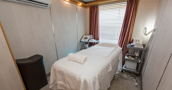 Treatment room bed in the Zagara Spa on Silver Cloud