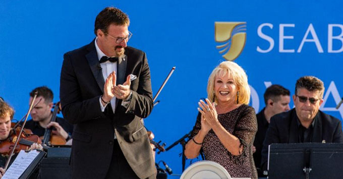 Seabourn President Richard Meadows (left) and Seabourn Ovation's godmother singer Elaine Paige (right) at the christening ceremony
