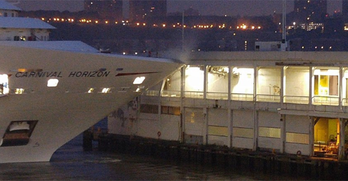 Cruise ship hits dock in city