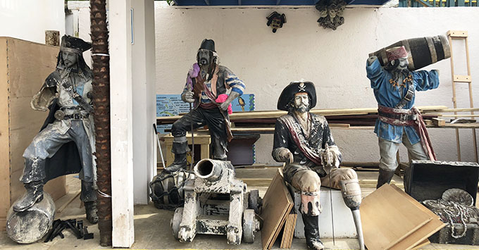 Pirate statues near Mountain Top duty-free store in St. Thomas