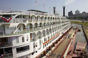 american-queen-steamboat