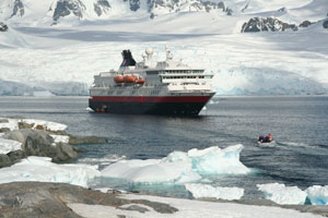 cruise-ship-antarctica