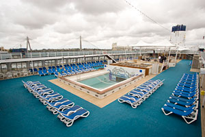 Pool on P&O Australia's Pacific Dawn