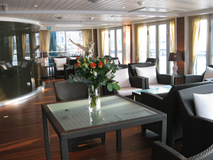 AmaCello - Aft Lounge