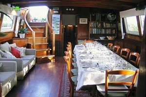 Athos - Saloon