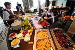 Avalon Felicity - Daily lunch buffet