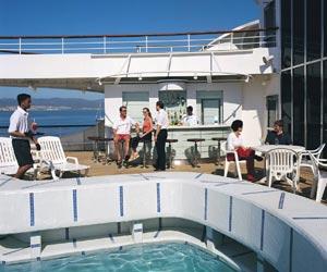 Discovery - Pool Bar