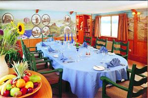Belmond Napoleon - A Festive Dining Room
