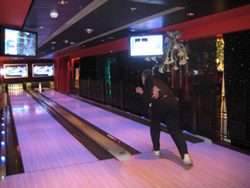 Norwegian Gem - The bowling alley in Bliss.