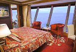 Norwegian Dawn - Garden Villa Master Suite