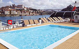 Queen Isabel - Sun Deck and Pool