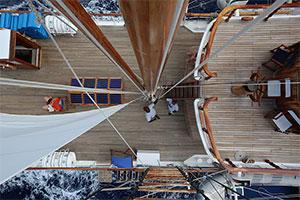 Sagitta - Working the sails