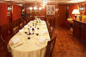 Savoir Faire - Spacious Dining Area