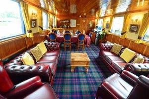 Scottish Highlander - Lounge