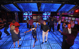Carnival Splendor - Boogie at the Red Carpet dance club
