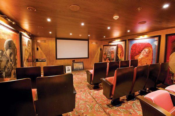 S.S. Antoinette - Le Cinema Pigalle