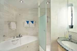 Trollfjord - Ensuite Bathroom