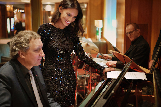 Enjoy some live music on your transatlantic sailing (Photo: Cunard)